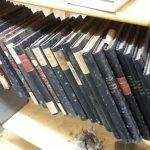 Bücher mit oberflächlichem Schimmelbefall